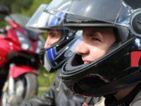 Uchwyty na kaski motocyklowe na stacjach Moya